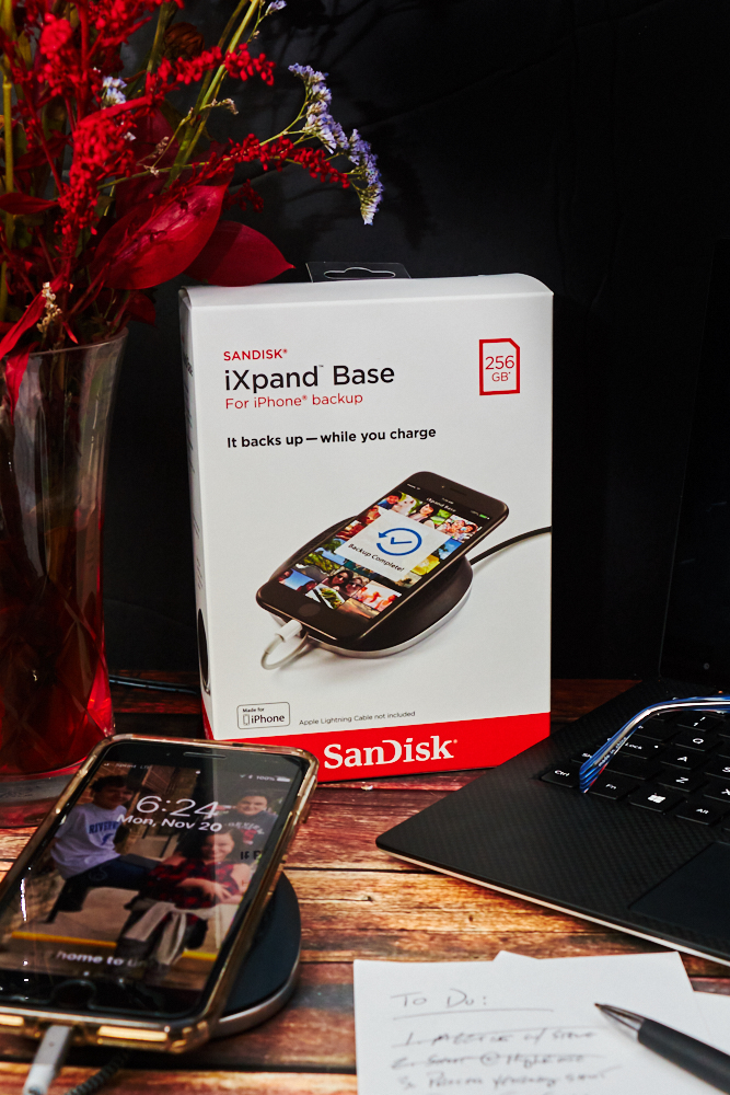 Tech Gift Pick: Make Life Easier with the SanDisk iXpand Base #iXpandBase #BackupAndCharge