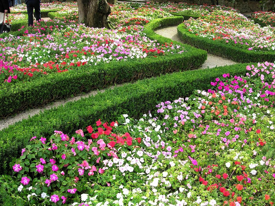 Garden Maze-Spiritual transformation – Divine Light Vibrations