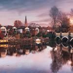 640px Old Bridge over River Wey Weybridge Surrey