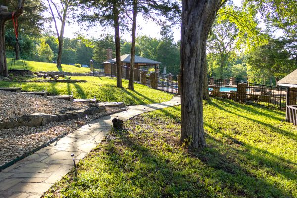 DBR-88_Garden-Walkway-to-Pool_1555x1037