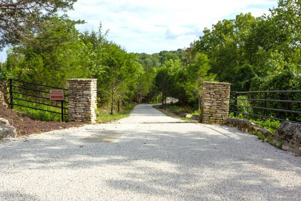 DBR-9_Back-Driveway-Entrance_1555x1037