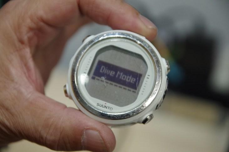 ダイブコンピューターの電池交換