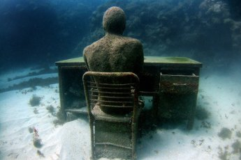 The Lost Correspondent. Photo © Jason deCaires Taylor