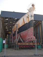 Calypso undergoing refit in Concarneau (France) in 2007. Photo by Massecot (Creative Commons)