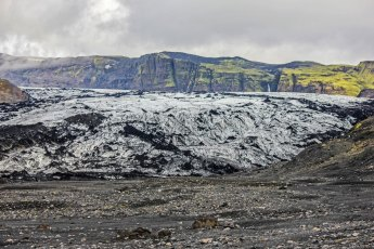The Sólheimajökull glacier tongue extends from the Mýrdalsjökull glacier. Photo © Jeffrey Gallant | Diving Almanac