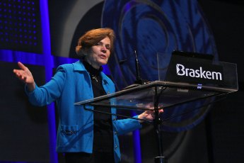 Sylvia Earle speaking in Brazil in 2011. Photo by Fronteiras do Pensamento (Creative Commons)