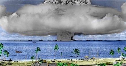 Baker atomic bomb blast at Bikini Atoll (Public Domain)