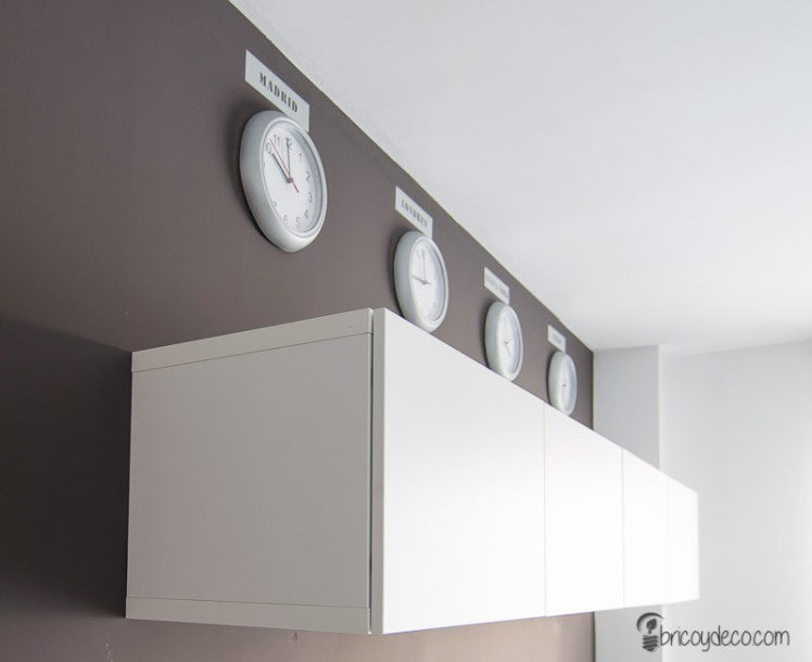 decorar la pared con vinilo efecto acero inoxidable