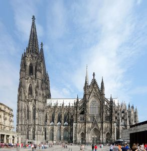 https://commons.wikimedia.org/wiki/File:Cologne_cathedrale_vue_sud.jpg