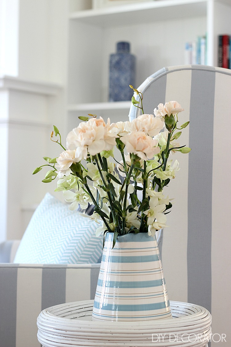 classic coastal living room flowers