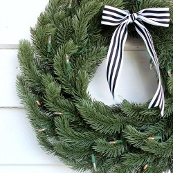 Balsam Hill Vermont White Spruce 60cm Wreath Review. Realistic looking wreath.