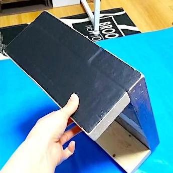 黒板シートを貼って紙やすりで削る