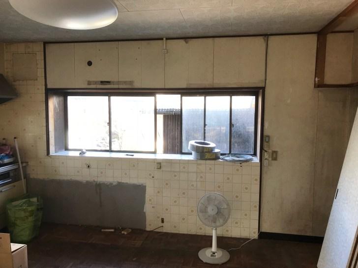 キッチンのタイルをDIYする前の部屋
