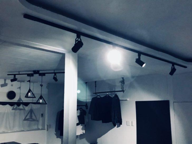 夜のお洒落な吊り下げ照明をライトアップ