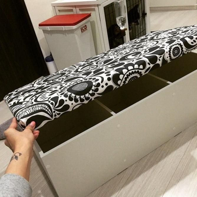 天板とクッション材と蝶番でカラーボックスをソファにする