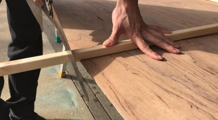 カウンターテーブルの脚をカット