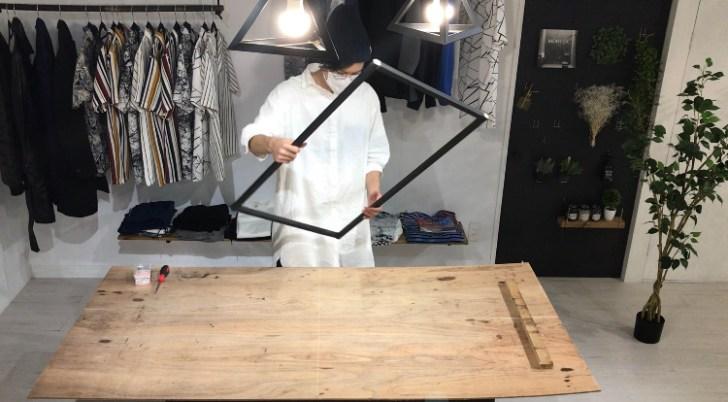カウンターテーブルの脚を組み立て