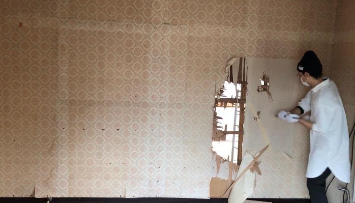 洋室側の壁を壊す