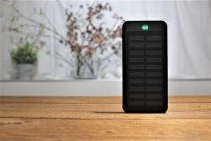セルフリノベーションの現場で使えるソーラー充電器のモバイルバッテリー