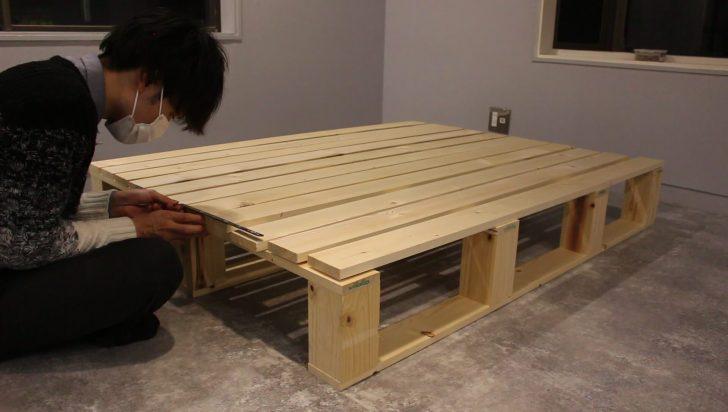 1500mmにカットした1×4材を11本等間隔に並べて天板を作る