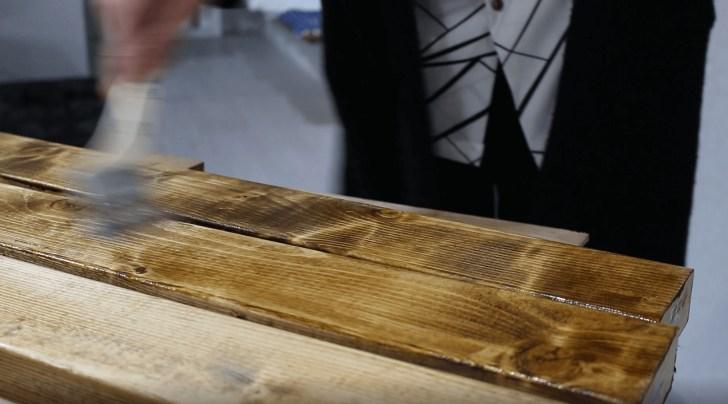 2×4材にワトコオイルを2度塗り