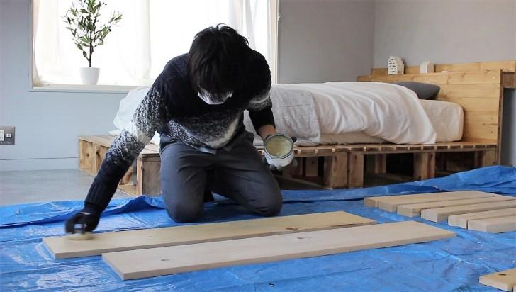 木材にブライワックスで下塗り