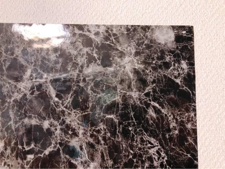 ダイソーのリメイクシート 大理石柄ブラックを間近で見る