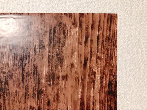 ダイソーの筒状のリメイクシート 木目アンティーク調を間近で見る