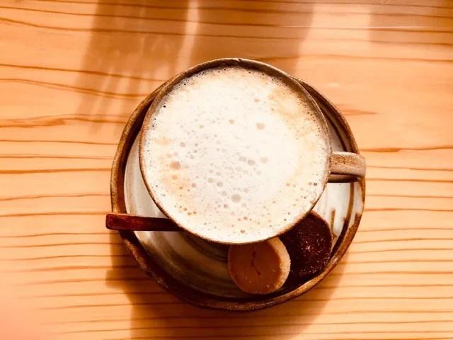 cafe Lepusでキャラメルラテと海とゆっくりリラックスタイム