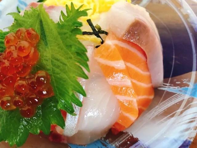 長崎三ツ星フィッシュの海鮮丼の盛り合わせの新鮮なお刺身が美味しい