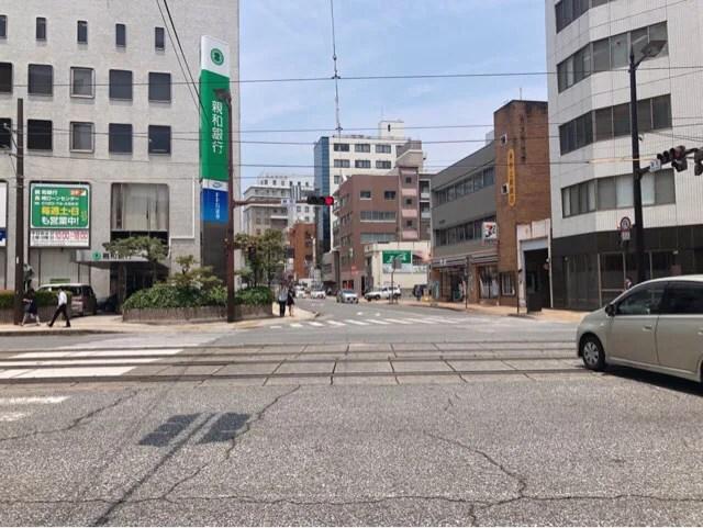 台湾式タピオカ専門店ANKHの場所は賑橋交差点をまっすぐ進む