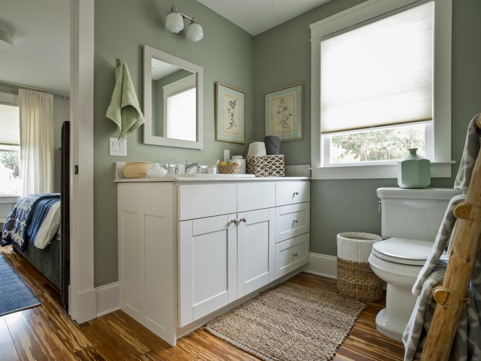 Jack And Jill Bathroom Pictures From Blog Cabin 2014 Diy Network Blog Cabin 2014 Diy