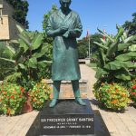 Frederick_Banting_statue_Banting_House-1