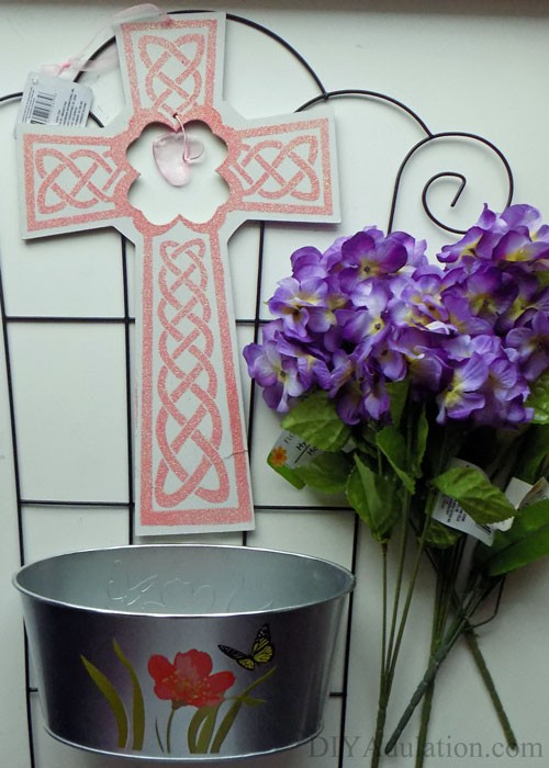 Today I've teamed up with 11 other extremely talented bloggers to share our Easter crafts on a budget, like this DIY Easter trellis.
