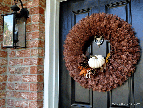 Which one of these 15 awesome DIY door décor ideas for fall is your favorite? Any of them will look great dressing up your front door this season.