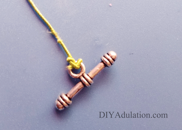 Close up of knot on bar of toggle clasp