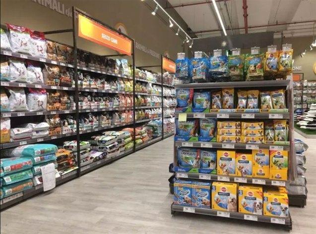 "The new ""Animali che Passione"" sign by the Selex Group has opened in the La Corte Lombarda shopping center in Bellinzago Lombardo"