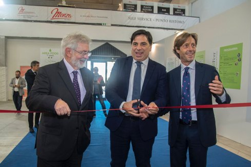 Da sx: il presidente della Camera di Commercio Pietro Agen, il sindaco di Catania Salvatore Pogliese e l'organizzatore Sebastian Galimberti