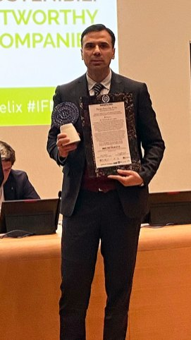 Enrico De Luca, Finance Director di Maxi Zoo Italia, ritira il Premio Industria Felix - La Lombardia che compete