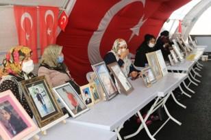 HDP önünde eylem yapan Diyarbakır annelerinin belgeseli çekildi