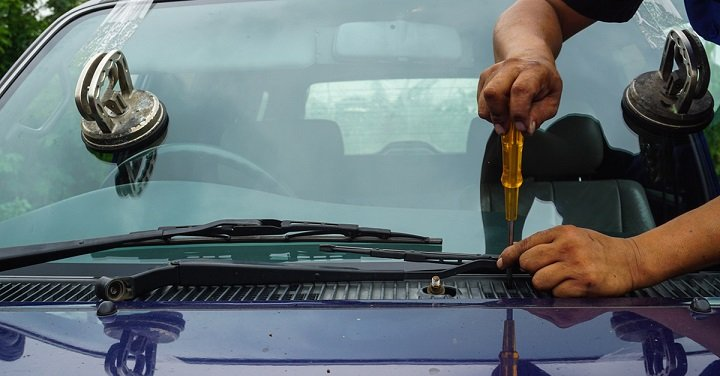 removing old windshield