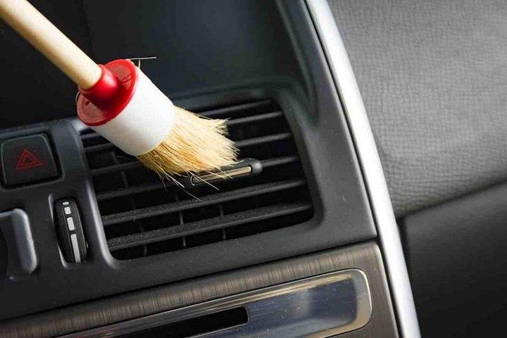 Interior car Dust Off and clean car plastic