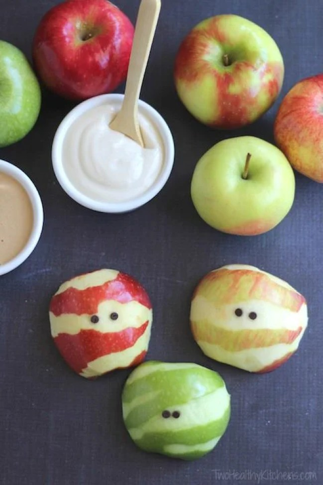 These 15 Skinny Halloween Snack Recipes Look So DELICIOUS! Eating healthy doesn't have to be boring!