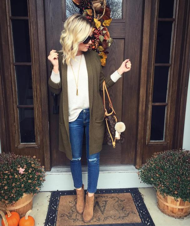 These 15 Cozy & Cute Fall Outfits Are EVERYTHING! They're so affordable and perfect for so many different top and bottom combinations.