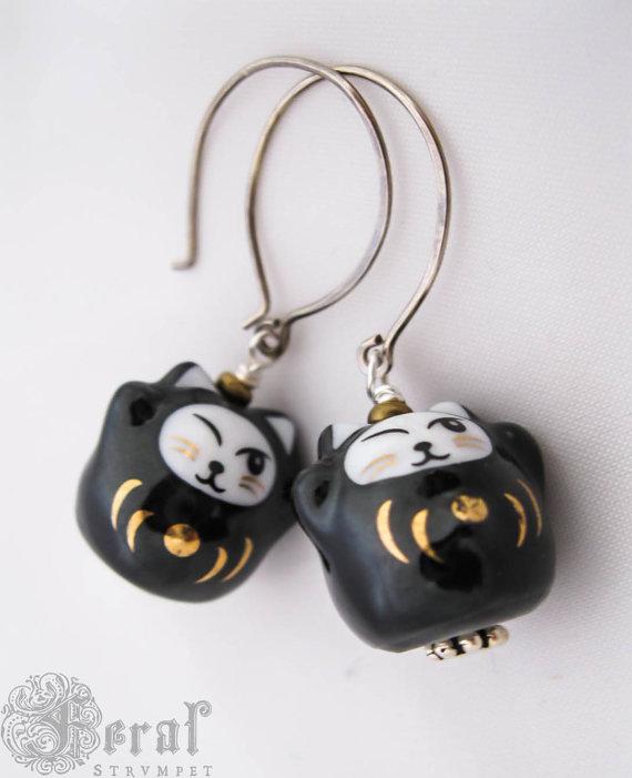 Maneki-neko Lucky Cat Earrings. Black Cat. Cute Gothic Cat Earrings by feralstrumpet