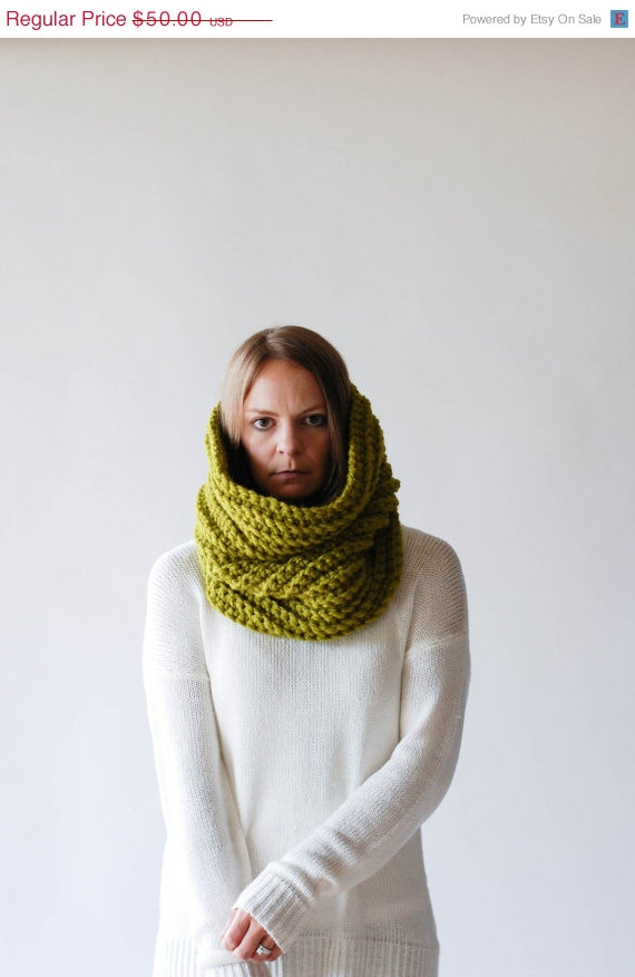 SPRING SALE Chunky Textured Cowl Scarf Thermal / THE Noorvik / Lemongrass by ozetta