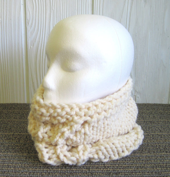 Bulky Knit Cowl – 13 & quot; tall – Leaf Design. Neck Warmer. Cream. Off-White. Ivory. Egg Shell. by JoyfulHandKnits