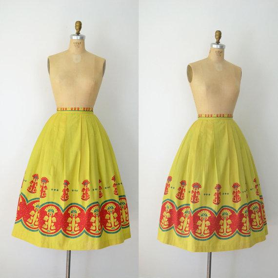 1950s Hawaiian Print Skirt / 50s Cotton Skirt by FemaleHysteria