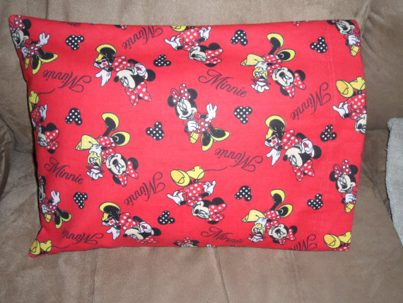 FLANNEL – Minnie Mouse – Travel Size – Small – Fits 12 x 16 Pillow by mgl5213