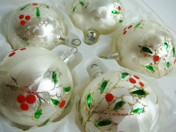9 White Glass Glitter and Satin Sheen Ornaments – Kurt S. Adler by Kleymannscloset